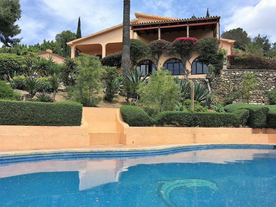 Chalet de 5 Dormitorios | Tranquilidad & Vistas – Benalmádena | Ref:A1004
